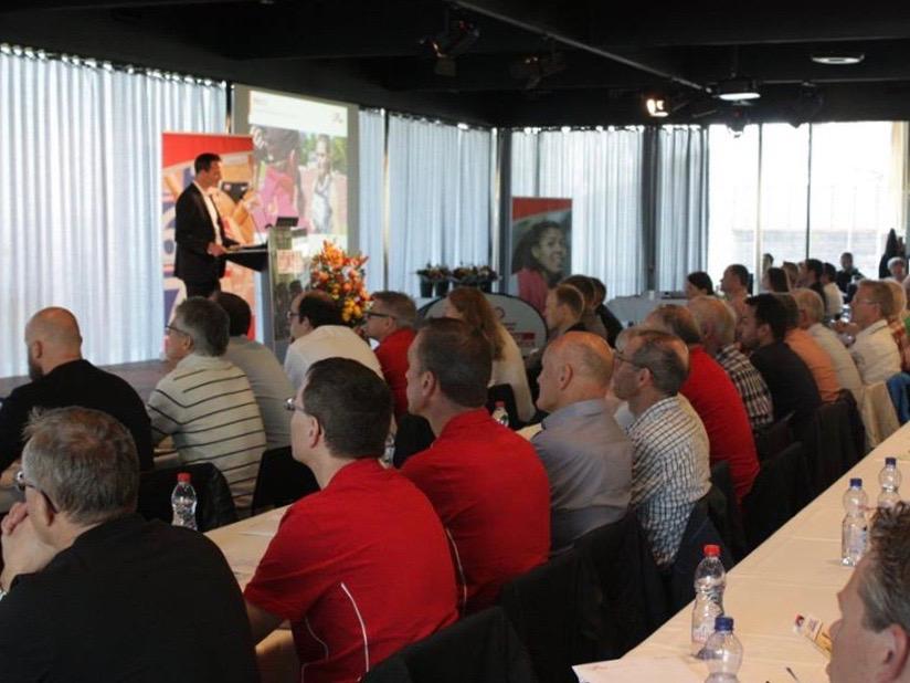 Christoph Seiler begrüsst die Anwesenden der Delegiertenversammlung von Swiss Athletics auf dem Gurten 2017