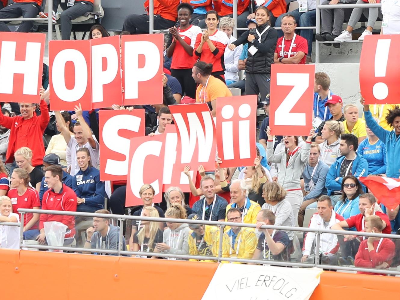 Schweizer Leichtathletik-Fans in der Fankurve an der EM in Amsterdam 2016, Hopp Schwiiz