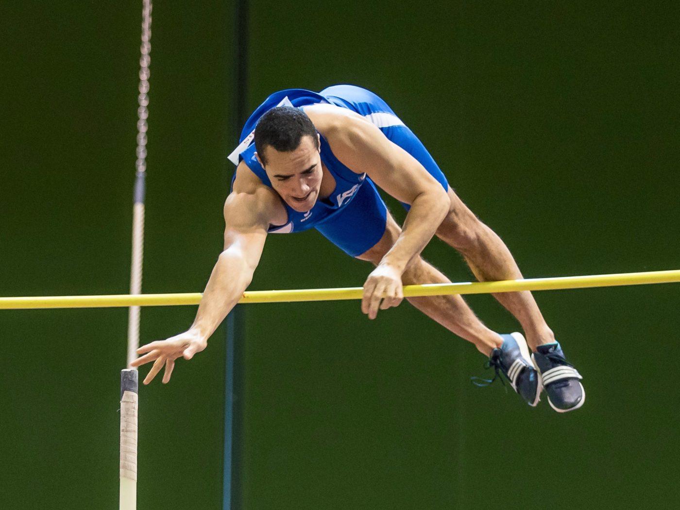 Dominik Alberto an der Hallen-Schweizer-Meisterschaften in Magglingen 2018, bei denen er mit 5,55 persönliche Bestleistung springt